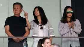 Kim. hija de Peter Lim, en el palco durante un partido del Valenia