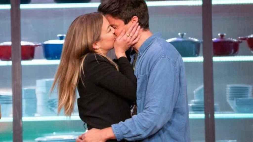 Luna y Alberto, besándose en la gran final de 'Masterchef'.