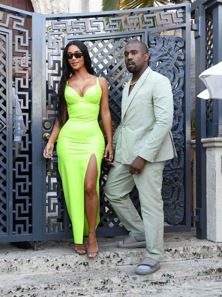 Kim Kardashian y Kanye West en la mansión de Versace en Miami.