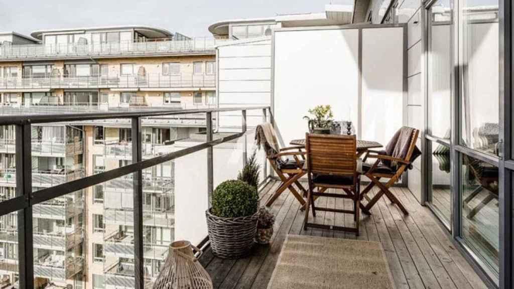 Imagen de una vivienda con terraza.