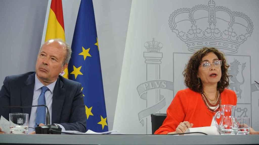 Juan Caros Campo y María Jesús Montero, ministros de Justicia y portavoz del Gobierno.