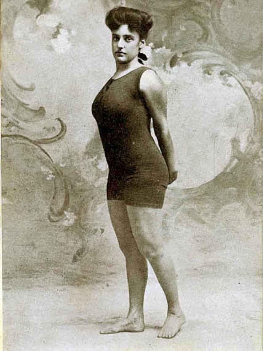 Annette Kellerman, una precursora del traje de baño de una pieza.