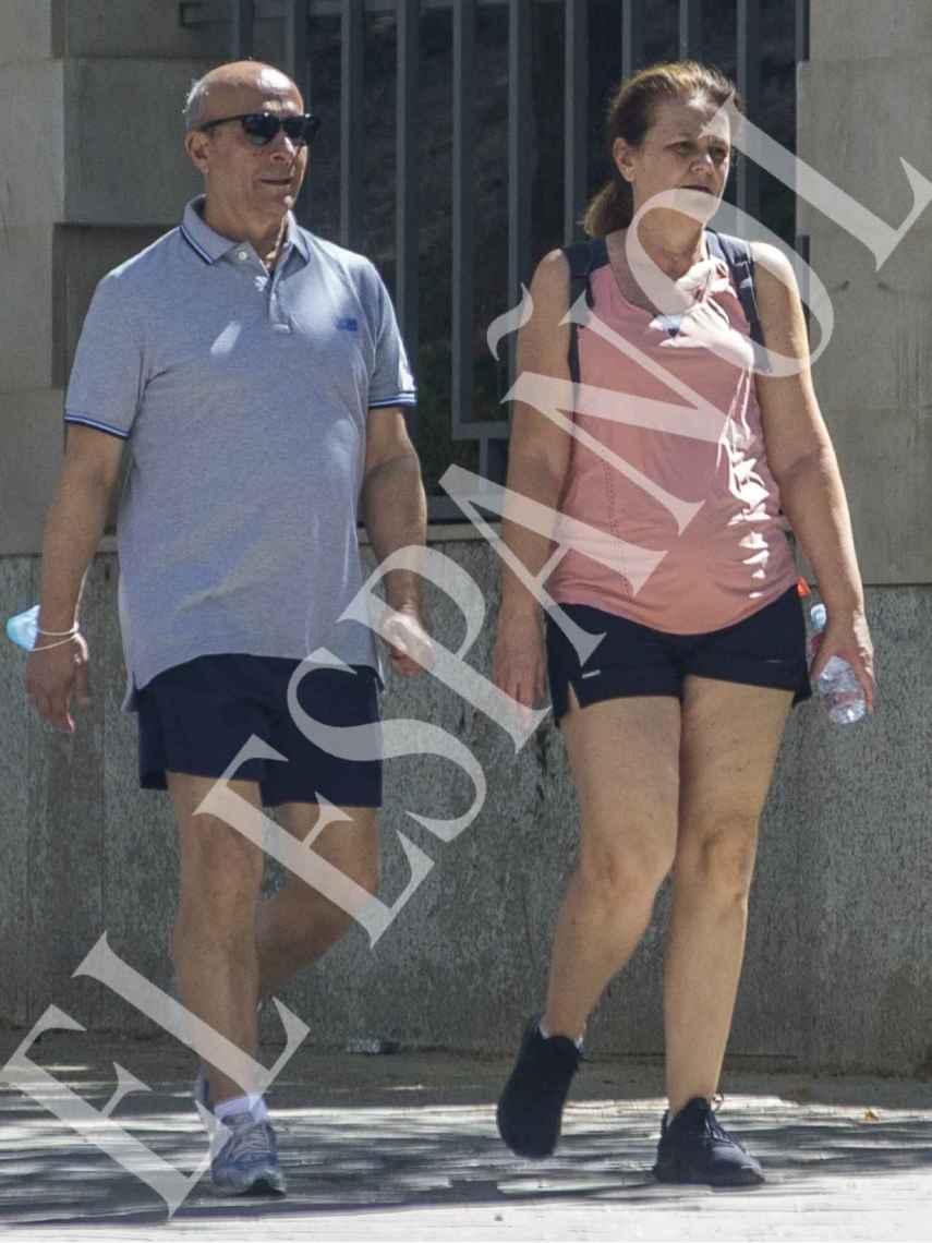 El exministro José Ignacio Wert junto a su esposa, Montserrat Gomendio.