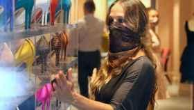 Sarah Jessica Parker en el interior de su nueva tienda de zapatos de la Gran Manzana.