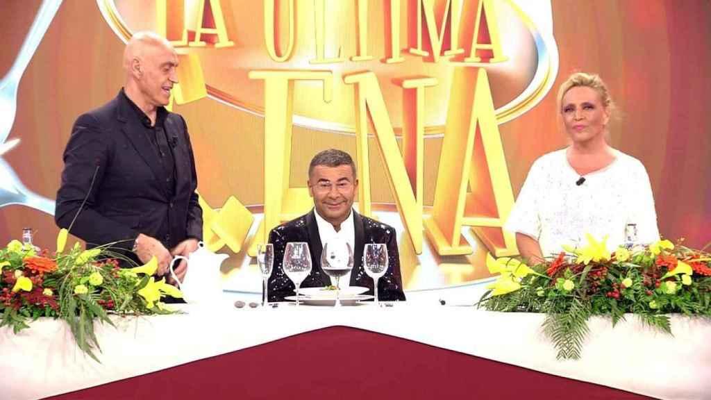 Jorge Javier Vázquez junto a Kiko Matamoros y Lydia Lozano en 'La última cena'.