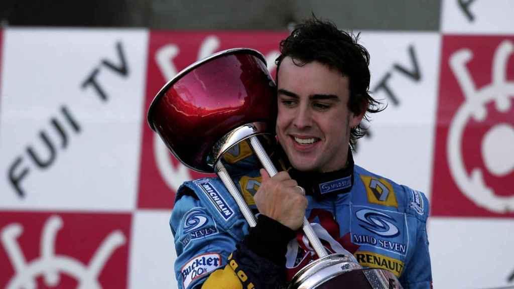 Fernando Alonso celebrando un título con Renault
