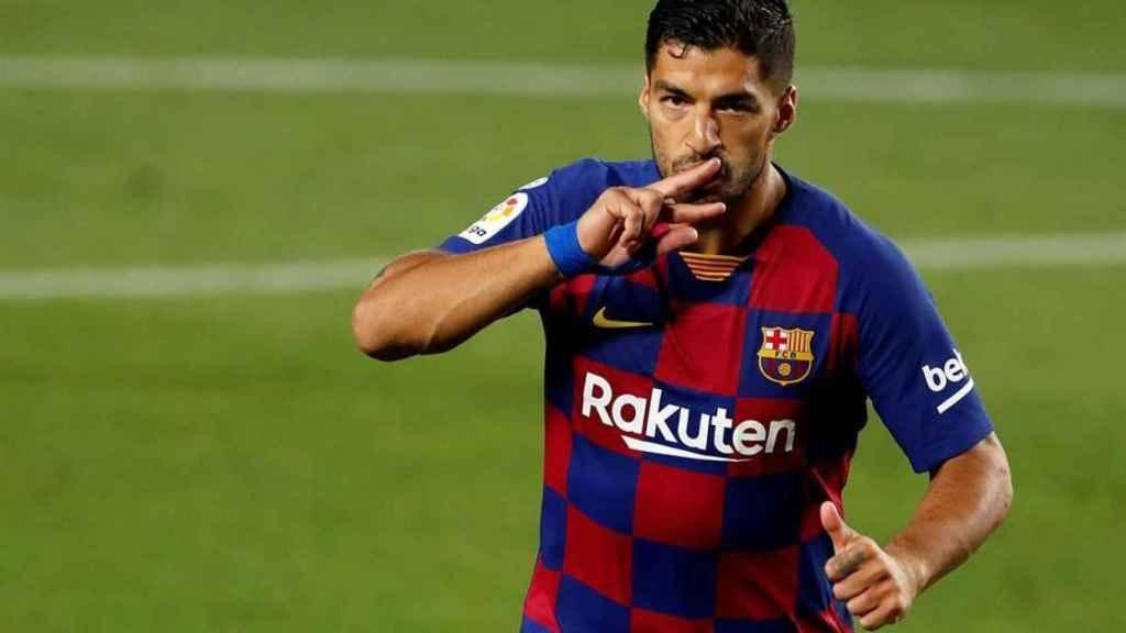 Luis Suárez celebra su gol en el derbi catalán entre Barcelona y Espanyol de La Liga