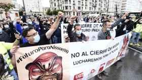 Trabajadores de Nissan protestan en las calles de Barcelona.