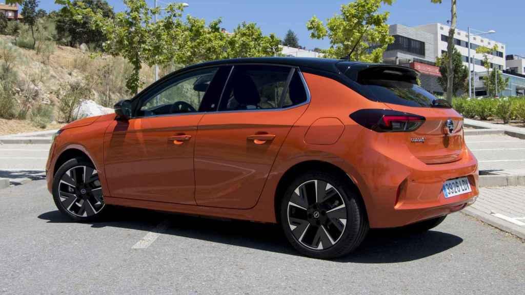 El Opel Corsa-e tiene una autonomía que ronda los 300 kilómetros.