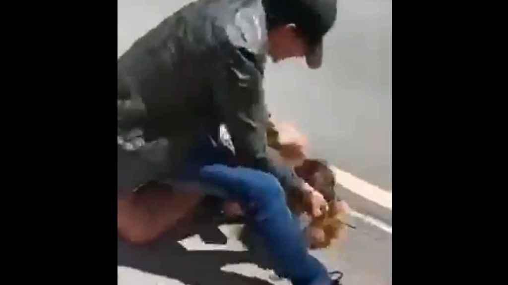 El apuñalamiento, en plena calle, de un hombre a su expareja, en Eibar.