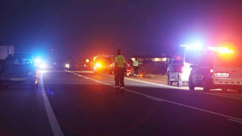 Los servicios de emergencia en el lugar del accidente.