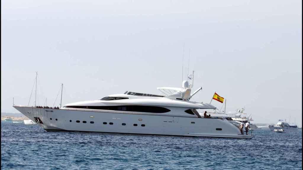 Yate 'Valoria' surcando las aguas de Ibiza en el año 2003.