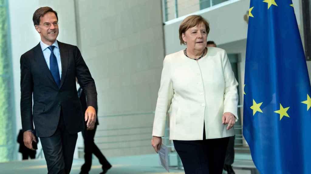 Mark Rutte se ha reunido este jueves en Berlín con Angela Merkel