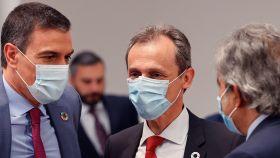 El presidente del Gobierno, Pedro Sánchez, y el ministro de Ciencia e Innovación, Pedro Duque. EFE