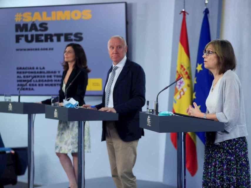 El secretario general del Ministerio de Sanidad, Faustino Blanco (c), la directora del Centro Nacional de Epidemiología, Marina Pollán (d) y la directora del Instituto de Salud Carlos III, Raquel Yotti (i). EFE/ Fernando Alvarado