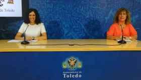 Las concejalas toledanas Noelia de la Cruz (i) y Marta Medina (d)