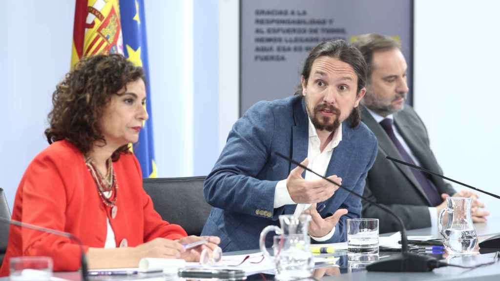 Pablo Iglesias y María Jesús Montero en una rueda de prensa en Moncloa.