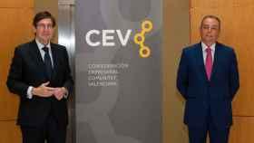 José Ignacio Goirigolzarri, presidente de Bankia, junto a el presidente de la Confederación Empresarial de la Comunitat Valenciana (CEV), Salvador Navarro.