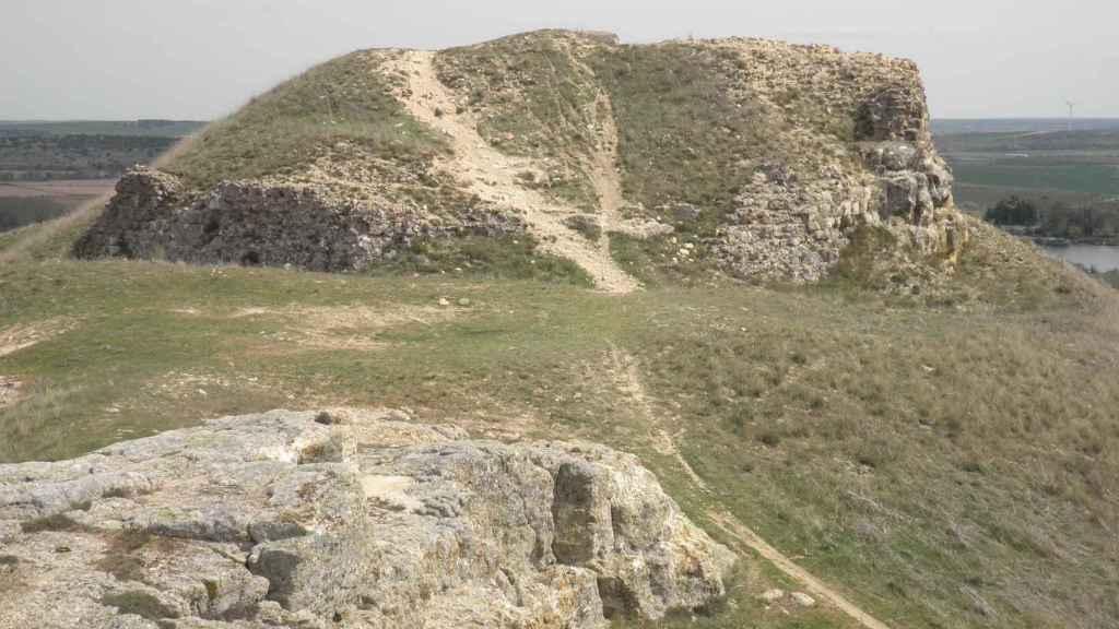 Vista actual del castillo de Carpio-Bernardo.