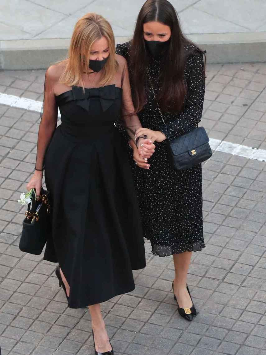 Ana Obregón y Carolina Monje, muy unidas en el funeral de Álex Lequio.