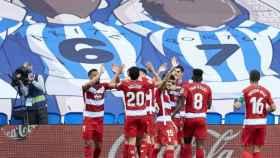 Los jugadores del Granada celebran uno de los goles ante la Real Sociedad en el Reale Arena