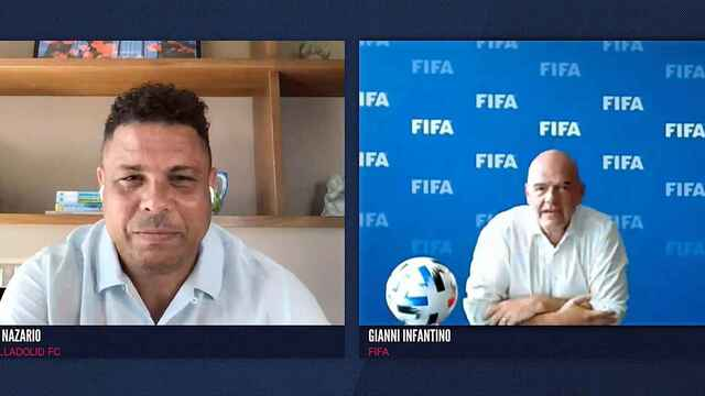 Ronaldo Nazario y Gianni Infantino, durante el World Football Summit