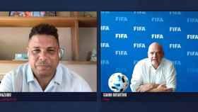 Ronaldo Nazario y Gianni Infantino, durante el World Football Summit