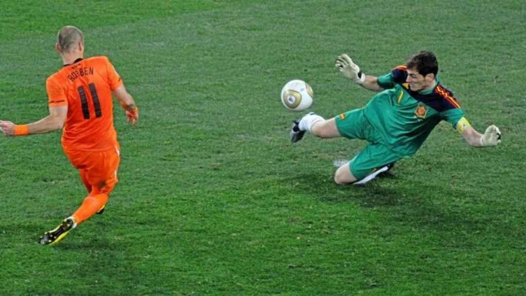 La parada de Iker Casillas a Robben que salvó a España en la final del Mundial