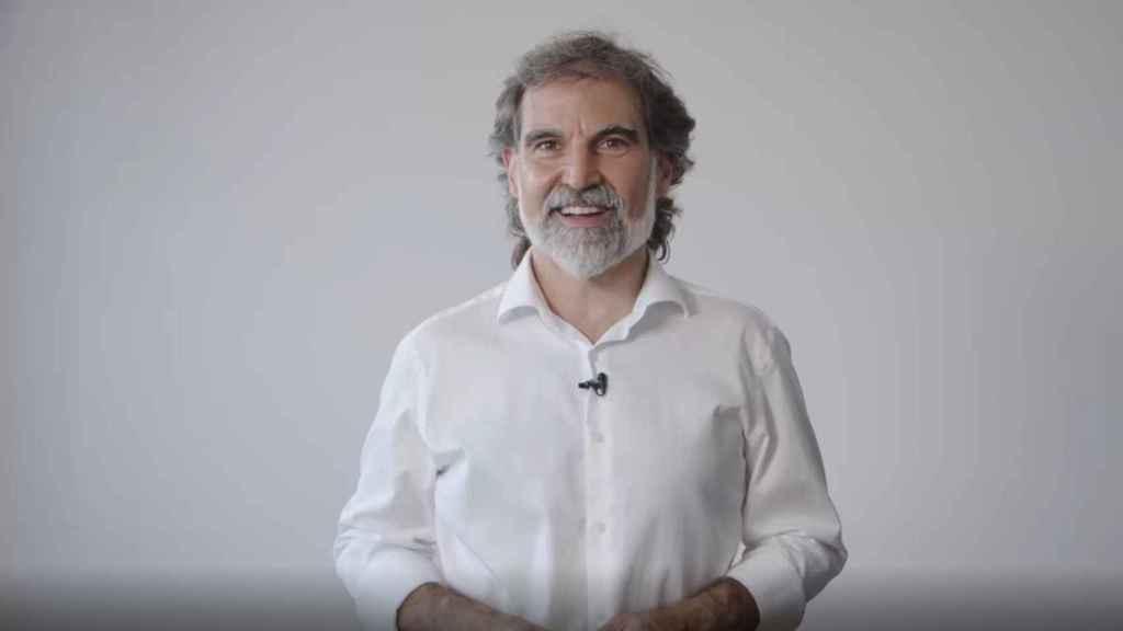 El presidente de Òmnium Cultural, Jordi Cuixart, dirige un mensaje en video a los socios de la entidad.