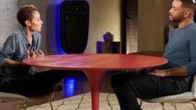Jada Pinkett-Smith y su marido, en 'Red Table Talk' (Facebook)