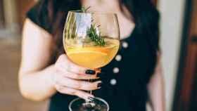 Se pueden hacer muchos cócteles con vino, no sólo sangría.