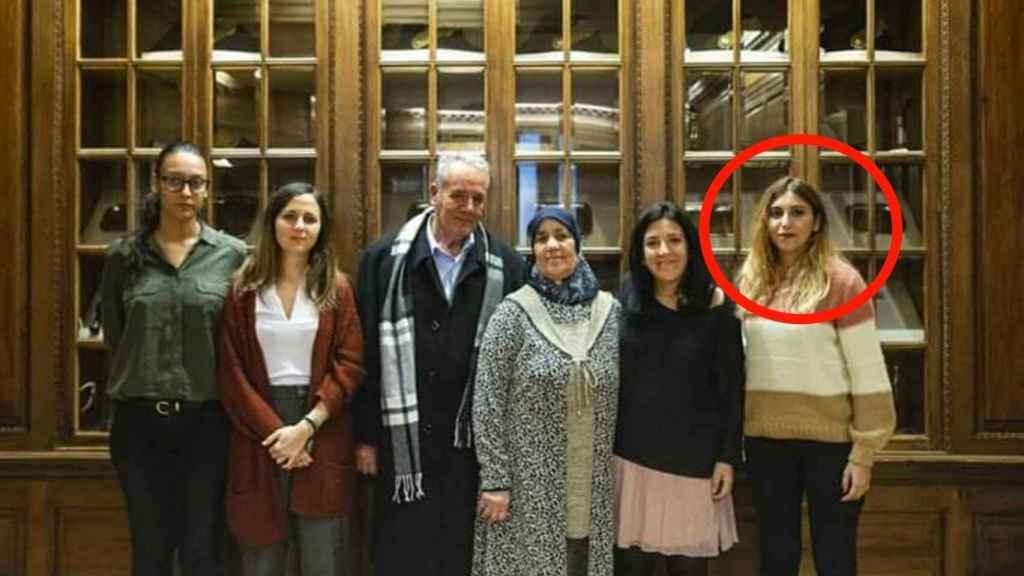 Dina Bousselham siempre ha apoyado al Hirak y acompañó en España a los padres del líder -en el centro-, Nasser Zafzafi, encarcelado en Marruecos.