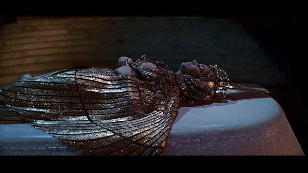 Elisabeth Taylor, interpretando a la faraona egipcia en 'Cleopatra' (1963).