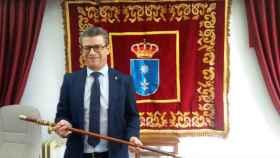 El socialista Pedro Tendero, en el momento de su investidura como regidor de Motilla del Palancar (Cuenca). Imagen de archivo
