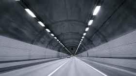 Un túnel al final del que no se aprecia la salida.