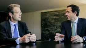 Jordi Gual, presidente de la entidad, y Gonzalo Gortázar, consejero delegado de CaixaBank.