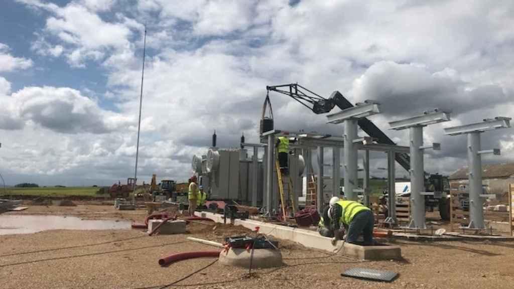 Construcción de un parque fotovoltaico.