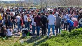 Cientos de jóvenes celebran un botellón universitario en el recinto ferial de La Peraleda antes la pandemia