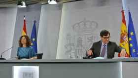 María Jesús Montero y Salvador Illa, ministros portavoz y de Sanidad, en rueda de prensa tras el Consejo de Ministros.