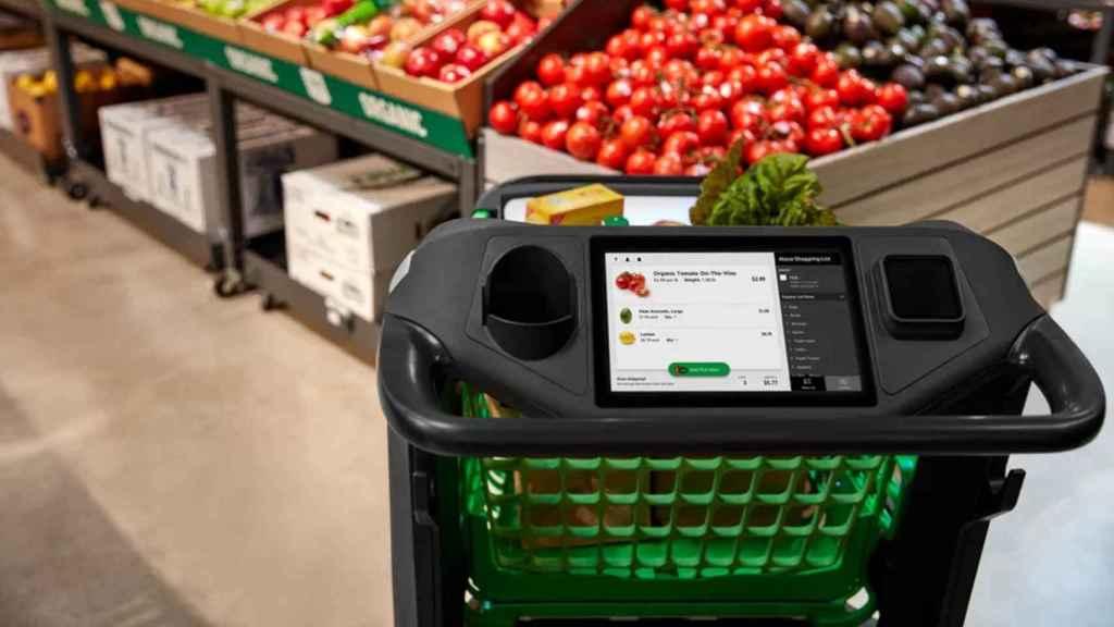 La pantalla del Amazon Dash Cart muestra nuestra lista de la compra de Alexa