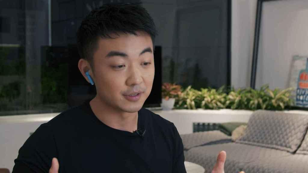 Carl Pei, hablando con Marques Brownlee sobre el OnePlus Nord.