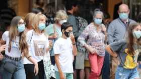 Personas con mascarillas en Bilbao.