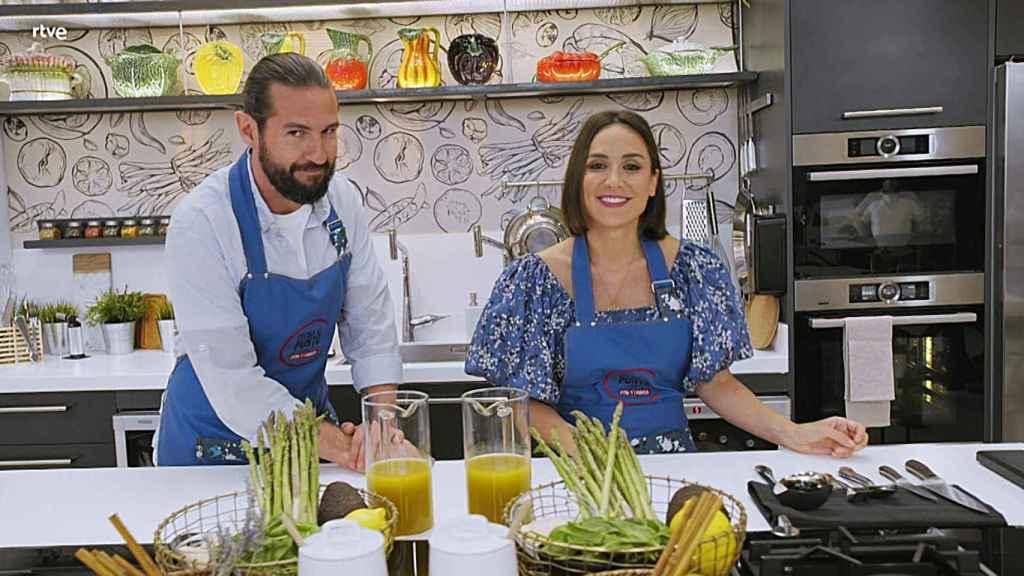 Tamara Falcó y Javier Peña presentan 'Cocina al punto' en La 1.