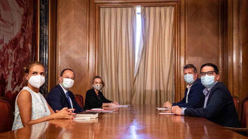 Reunión entre S. Sumelzo, A. R. Gómez de Celis, Raquel González, Carlos Cuadrado y J.M. Espejo-Saavedra.