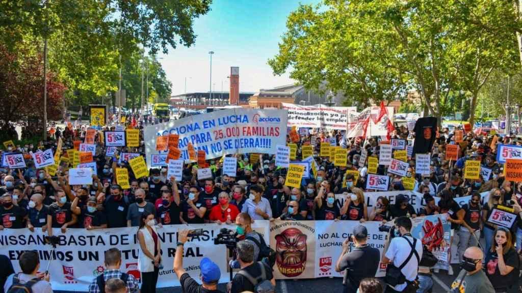 Miles de empleados de Nissan exigen implicación política para las plantas catalanas ante el Congreso