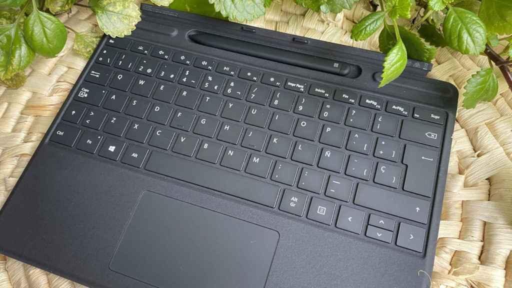 La funda con teclado y Slim Pen para la Surface Pro X