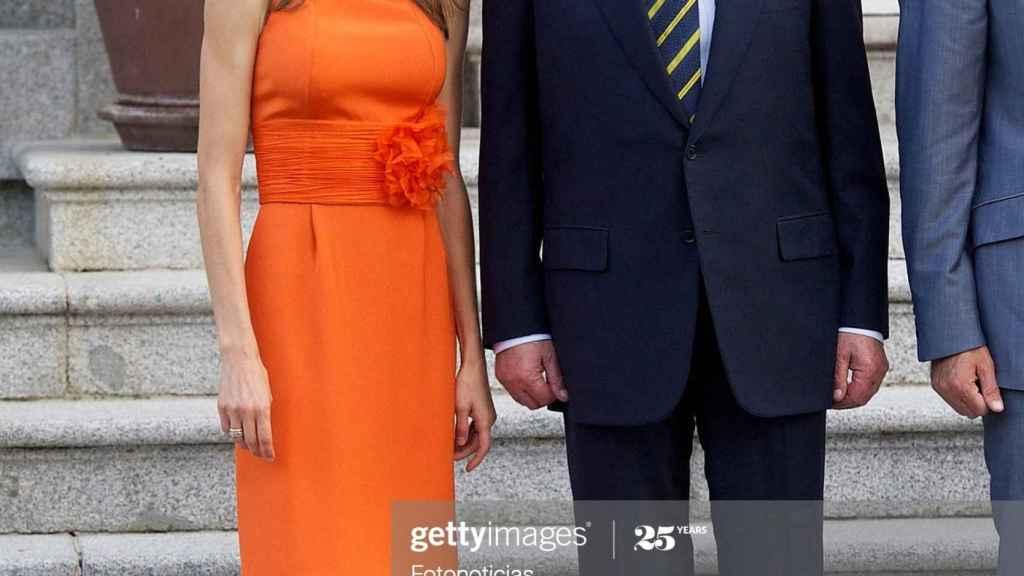 La entonces princesa Letizia, con el rey Juan Carlos, en 2010.