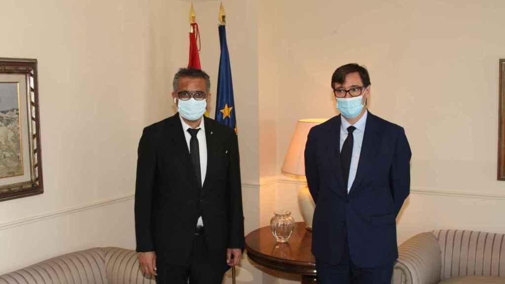 El director de la OMS, Tedros Adhanom Ghebreyesus, y el ministro de Sanidad, Salvador Illa, este jueves.