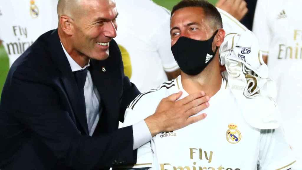 Zidane felicita a Eden Hazard