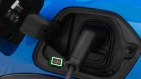 Toma de corriente de un coche eléctrico.